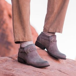 Born Sylvia Distressed Brown Suede Ankle Boots 8.5